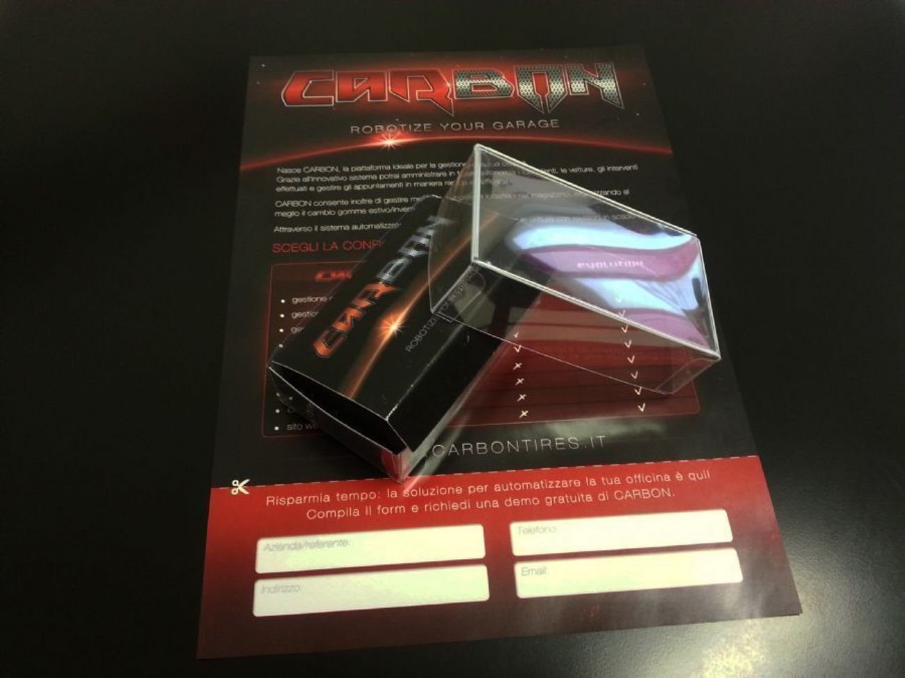 Grafica flyer A4 con packaging